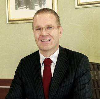 Dr Bernd van Linder