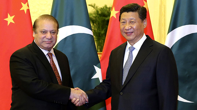 Pakistan's Prime Minister Nawaz Sharif shakes hands with China's President Xi Jinping. Photo: Xinhua.