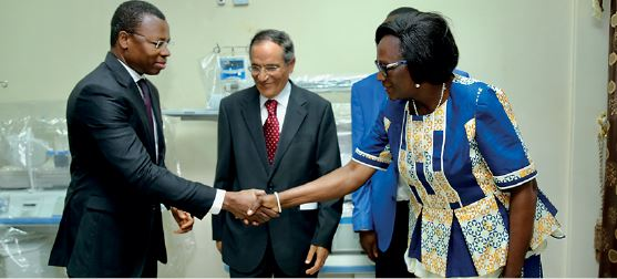 Donation, incubators at the pediatric hospital of Ouagadougou; shaking hands with Professor Diarra Yé Ouattara, Head of Pediatrics under the satisfactory gaze of Mr Brahim Anane, Chairman of Fidelis Finance Group.